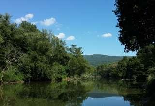 Riverside Mountain Retreat