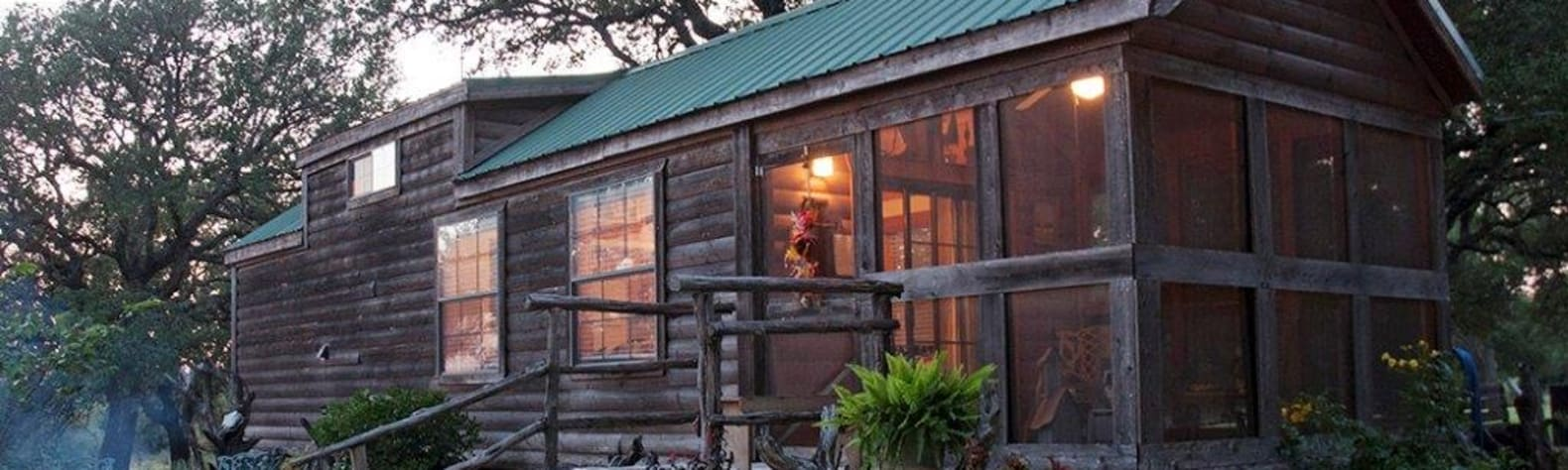 Quaint Cabin in the Woods