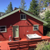 Tahoe Red Cabin 3BR/2BA