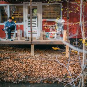 Cabin & Camper On The Creek