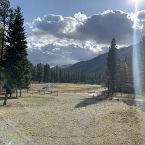 K-M:Glacier'sCampground/RV Park