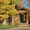 Log cabin w 2 Q beds & 3/4 Bath